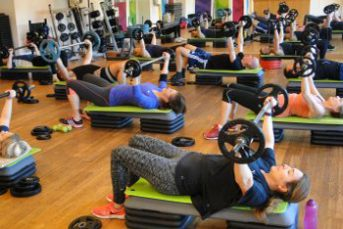 Fitness class of people lifting weights