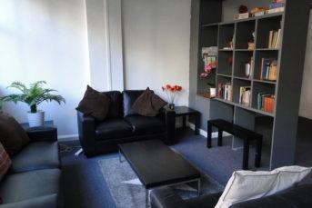 DSC03880 343x229 - Hostels